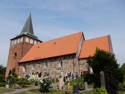 Abb. 5: Die Marienkirche von Mulsum steht auf dem höchsten Punkt der Wurt