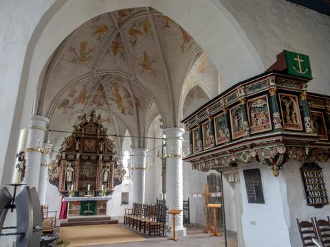 Abb. 7: Blick in die St.-Urbanus-Kirche in Dorum