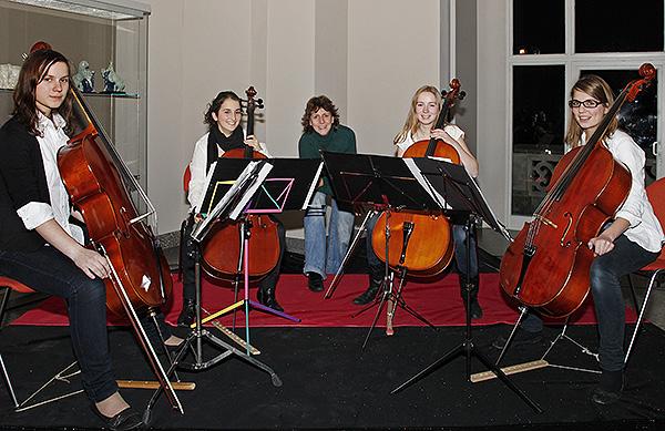 Die Chello Chicas der Musikschule Hannover: Caroline Kantowska, Jocelyn Behrens, Michaela von Pilsach, Leonie Koch, Janne Stakemann (v.l.n.r.)